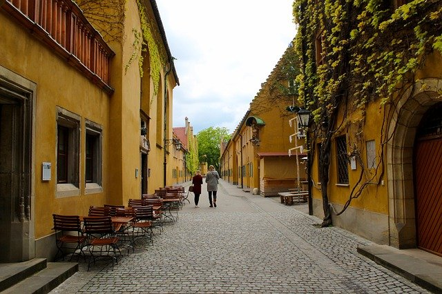 This image has an empty alt attribute; its file name is augsburg-altstadt.jpg